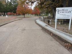 Oakwood Cemetery entrance sign.png