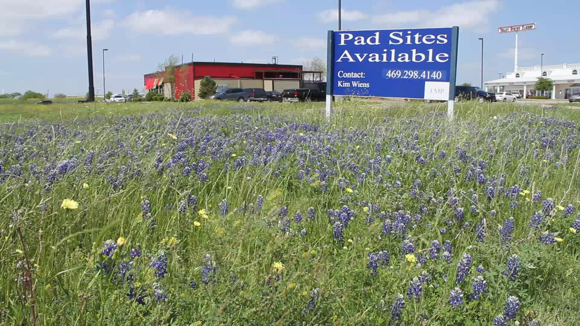 Pad Sites Available Sign at Corsicana Crossing